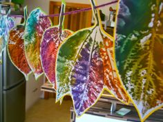 Tinker window pictures - 64 DIY ideas for atmospheric autumn decoration - Window pictures make colorful leaves with children - Diy For Kids, Crafts For Kids, Arts And Crafts, Diy And Crafts, Autumn Crafts, Nature Crafts, Origin Of Halloween, Simple Pictures, Leaf Garland