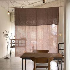 ⠀⠀⠀⠀ 7시까지 복귀를 명 받았습니다 🙋🏻♀️ #mumu_busan Furniture Design, Minimalism Interior, House Design, Interior, Cafe Interior, Japanese Interior, Home Decor, House Interior, Interior Architecture