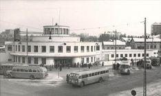 Turun vuonna 1938 valmistunut linja-autoasema. © Kuva: Matkahuolto 1951. Turku Finland, Bus Station, Back In Time, Old City, Helsinki, City Life, Real People, Street View, River