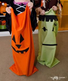 Halloween trick or treat party by The Party Teacher - monster sack races Halloween Ii, Halloween Trick Or Treat, Halloween Birthday, Birthday Ideas, Harvest Festival Games, Trick Or Treat Games, Sack Race, Teacher Party, Diy Party