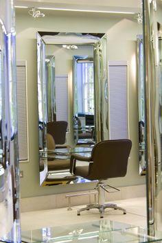 Caadre mirrors Fiam, designed by Philippe Starck, in salon hair stylist Richard Ward in the UK. #Fiam #culturadelvetro #design #glass #interiordesign #furniture #madeinitaly www.fiamitalia.it
