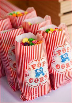 Carnival Party Popcorn. Could make this for Leire's Rainbow party.