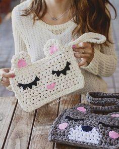 Marvelous Crochet A Shell Stitch Purse Bag Ideas. Wonderful Crochet A Shell Stitch Purse Bag Ideas. Crochet Diy, Crochet Amigurumi, Love Crochet, Kawaii Crochet, Crochet Ideas, Crochet Clutch, Crochet Handbags, Crochet Purses, Crochet Mignon