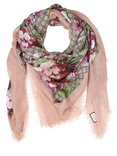 Foulard, Écharpes Roses, Écharpe À Fleurs, Emballage D écharpe, Armoire, e431f70620e