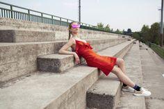 Orecchini: Lily Rose, Occhiali: Retro Super Future Eyewear, Top: Tezenis, Abito: Lily Rose, Calze: Calzedonia, Scarpe: Vanessa Wu