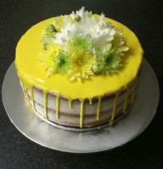 Chocolate drip and fresh flowers cake from CakesbySthabile