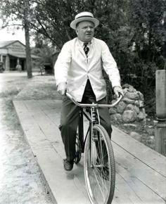"W.C. Fields (William Claude Dukenfield 1880-1946). Dal set di ""The Barber Shop"" di Arthur Ripley (1897-1961), Sennett Picture Corporation 1933"