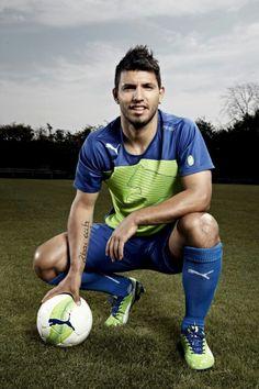 """Sergio """"Kun"""" Agüero: nacionalidad argentina; estrella del Manchester.  Publicidad Puma Football. 25/01/2013."""