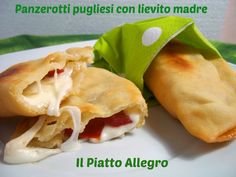 panzerotti pugliesi con lievito madre Kefir, Ricotta, Hot Dog Buns, Finger Foods, Biscuits, Tacos, Snack Recipes, Food And Drink, Bread