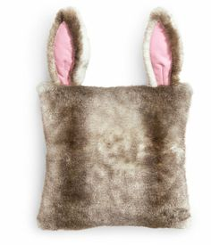 @Katherine Klunder look! Faux Fur Cushion Cover // H & M Home for kids