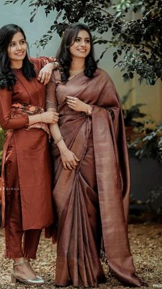 Wedding Dresses Men Indian, Indian Bridal Outfits, Christian Wedding Gowns, Reception Sarees, Wedding Saree Collection, Dress Collection, Saree Wearing Styles, Bridal Sarees South Indian, Sister Poses