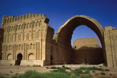 Sassanian (Taq-i-Kisra) -: The last great pre-Islamic civilization of the Near East was that of the Sasanians. A blending of Roman and Near Eastern elements can be seen in Shapur I's palace at Ctesiphon, near Babylon. Parthian Empire, Sassanid, Art Through The Ages, Achaemenid, Cradle Of Civilization, Ancient Persian, Ancient Near East, Persian Culture, Ap Art