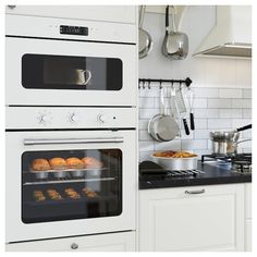 A traditional-style oven with the modern conveniences you need every day. The fan-forced air convection allows you to cook multiple dishes at the same time. Fits perfectly with MATTRADITION microwave oven.