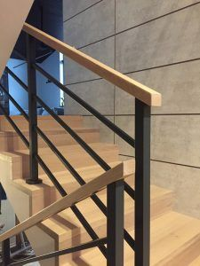 Treppe Galerie Holztreppe Krakau - Konik sunflowers are other options that are sure to happy up your Interior Stair Railing, Modern Stair Railing, Staircase Handrail, Stair Railing Design, Home Stairs Design, Modern Stairs, House Design, Indoor Railing, Living Room Lighting Design