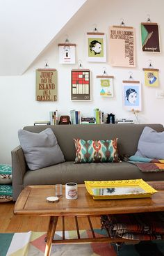 Articles about collection/budget living on Apartment Therapy, a lifestyle and interior design community with tips and expert advice on creating happy, healthy homes for everyone. Diy Home Decor Rustic, Diy Wall Decor, Room Decor, Diy Wand, First Apartment, Apartment Living, Apartment Therapy, Studio Apartment, Living Rooms