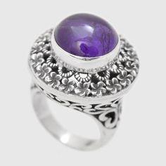 Inel din argint realizat manual decorat în formă de floare cu ametist finisat caboșon în mijloc. Cod produs: VI5833 Greutate: 13.33 gr. Lungime: 2.30 cm Lățime: 2.30 cm Circumferință inel: 54 mm