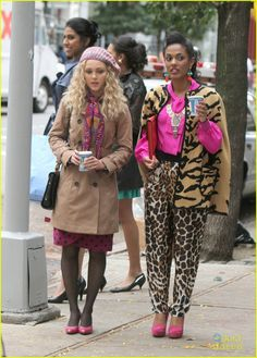 AnnaSophia Robb Films with Freema Agyeman for 'The Carrie Diaries': Photo AnnaSophia Robb gets the giggles while filming new scenes for The Carrie Diaries in New York City on Friday afternoon (October The actress bundled… Fashion Tv, World Of Fashion, Love Fashion, Winter Fashion, Outfits Otoño, Cool Outfits, Lookbook Design, The Carrie Diaries, Annasophia Robb