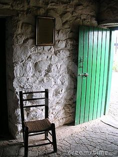 ah, a sugan chair by an open door ... Irish hospitality personified.