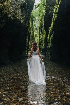 Organic riverbed elopement inspiration shoot in Oneonta Gorge of Oregon // photography by Jess Hunter // dress by BHLDN // free form florals by Ponderosa and Thyme // Portland wedding photographer // Oregon bride // oregon elopement // alaska wedding photographer // intimate wedding in  the columbia river gorge, oregon // portland, oregon wedding // intimate forest wedding // wedding in the woods // pacific northwest elopement location