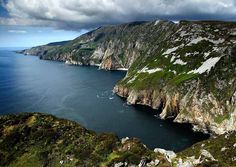 Slieve League, Donegal, Ireland // Plan your perfect Trip on www.exploya.com // #exploya #wanderlust #bucketlist #takemethere #travellife #traveladdict #traveltheworld #travelphotography #travelpics #travelphoto #inspiration #instagood #travelingram #travelgram  #travel #startup #instatravel #travels #traveling #travelling #traveler  #slieveleague #cliffs #donegal #ireland #loveireland #hike #nature #europe #eurotrip