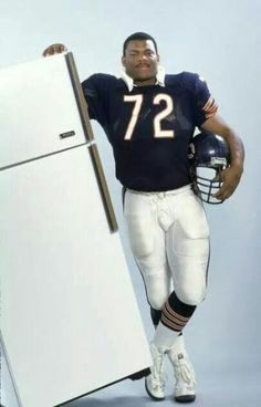 William Perry, Chicago Bears defensive tackle aka, William ' Refrigerator' Perry poses with a refrigerator. Nfl Football Players, Bears Football, Football Memes, School Football, Baseball, Gi Joe, Chicago Bears Pictures, 1985 Chicago Bears, William Perry