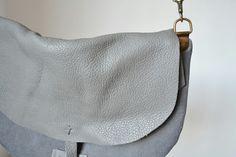 Bolso pequeño en piel y loneta. ☆  Little canvas and leather bag.