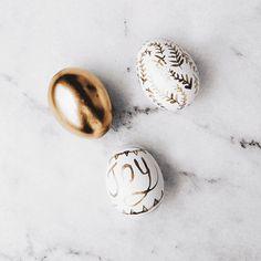 Golden Egg DIY: 54 Incredible Easter Egg Decorating Ideas via Brit + Co Gold Easter Eggs, Diy Inspiration, Coloring Easter Eggs, Egg Shape, Egg Decorating, Easter Crafts, Easter Decor, Easter Ideas, Egg Hunt