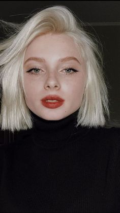 New Hair Styles Short Cuts Bobs Blondes 46 Ideas 90s Grunge Hair, Short Grunge Hair, Short Hair Cuts, Short Hair Styles, Blonde Short Hair, Short Hair Girls, Blonde Hair Red Lips, Short Pixie, Blonde Hair Girl