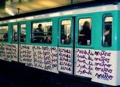 Je ne dois pas écrire sur le métro! C'est marrant! Comme Les Simpsons!