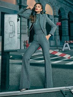 Explore TommyXZendaya, a collaboration between Tommy Hilfiger and actress Zendaya, celebrating strong, iconic women of American pop culture. Zendaya Mode, Estilo Zendaya, Zendaya Outfits, Zendaya Style, Zendaya Fashion, Classy Outfits, Casual Outfits, Cute Outfits, Suit Fashion