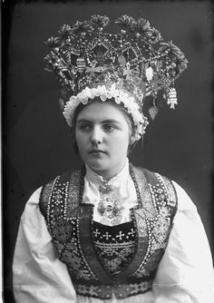 Norwegian Bridal Crowns - photos from the collection of Norsk Folkemuseum. Norwegian Clothing, Norway Viking, Crown Photos, Anthropologie, Wedding Costumes, Bridal Crown, Folk Costume, Historical Clothing, Historical Costume