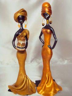 Africanas en porcelana fría, 40 cm. de altura.
