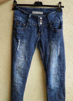 Kup mój przedmiot na #vintedpl http://www.vinted.pl/damska-odziez/dzinsy/9926621-hit-poszarpane-niebieskie-jeansy