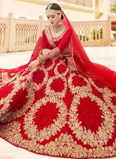 Ideas Indian Bridal Lehenga Red Beautiful Mehndi For 2019 Red Wedding Lehenga, Indian Bridal Lehenga, Indian Bridal Outfits, Indian Bridal Fashion, Red Wedding Dresses, Indian Bridal Wear, Pakistani Bridal, Bridal Dresses, Wedding Dressses