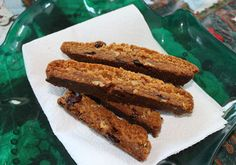 An awesome vegan gingerbread biscotti recipe that tastes great and stays fresh for weeks. Your house will smell like Christmas.