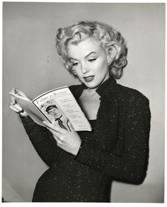 loving this look on marilyn monroe.  the hair, the makeup, the dress.  love it all!