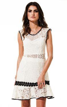 Lookbook Raizz Primavera-Verão 14 - Vestido de renda off-white,  com aplicação de guipir e vivo preto