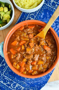 Beef and Vegetable Casserole. Beef and Vegetable Casserole a great hearty meal that can be cooked in a slow cooker instant pot or oven. Slimming World Beef Casserole, Slow Cooker Slimming World, Slimming World Recipes Syn Free, Slimming World Beef Stew, Beef Recipes, Soup Recipes, Cooking Recipes, Healthy Recipes, Recipies