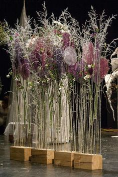 Love this delicate dried flower scape. Can be short or tall too! Table Flowers, Floral Flowers, Pretty Flowers, Flower Art, Deco Floral, Arte Floral, Dried Flower Arrangements, Dried Flowers, Ikebana Sogetsu