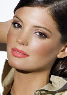 Bronze / coral look Coral Makeup, Love Makeup, Beauty Makeup, Makeup Looks, Hair Beauty, Summer Lipstick, Bronze Skin, Great Hair, Awesome Hair