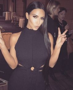 Kourtney Kardashian Blames Herself for Kim Kardashian Robbery? - Fullact Trending Stories With The Laugh Mixture Kourtney Kardashian, Kim Kardashian Robbery, Estilo Kardashian, Kardashian Style, Kardashian Jenner, Kardashian Fashion, Kardashian Photos, Kardashian Family, Kendall Jenner