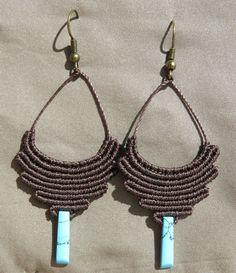 Macrame tribal earrings with Howlite por AntheaMacrame en Etsy Micro Macrame Tutorial, Macrame Bracelet Tutorial, Macrame Necklace, Macrame Jewelry, Macrame Bracelets, Diy Jewelry, Tribal Earrings, Etsy Earrings, Earrings Handmade