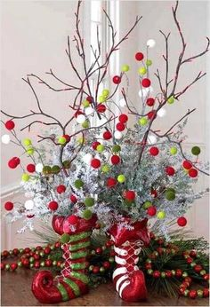 22 Creative Christmas Home Decoration Ideas for Every Room Christmas decorating is about a special atmosphere, comfortable environment, relaxing and festive look Christmas Centerpieces, Christmas Decorations To Make, Christmas Projects, Holiday Crafts, Table Centerpieces, Tree Decorations, Christmas Trends, Handmade Decorations, Centerpiece Ideas