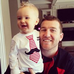How can you note vote for those adorable #FaceOfMLB 's!? #ToddFrazier photo creds to @JFraz14 @FlavaFraz21 @Reds