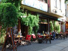 Dachkammer café og bar. Super lækre drinks. Friedrichschain
