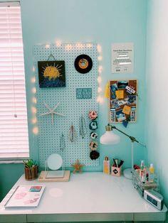 Feel Fresh With Ocean Themed Bedroom Ideas To Try - fainhomes Study Room Decor, Cute Room Decor, Teen Room Decor, Room Ideas Bedroom, Bedroom Themes, Bedroom Decor, Bedrooms, Bedroom Inspo, Beachy Room Decor