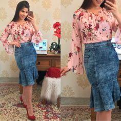 "1,647 curtidas, 23 comentários - Moda Feminina📍Sorteio No Feed (@fiorittastore) no Instagram: ""💕🌹boa tarde🌹💕 Look by @fiorittastore ♥️Blusa floral manga flare R$:99,90 ♥️Saia midi jeans…"""