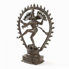 Lot : Extraordinary Large Bronze of Shiva Nataraja, India, 19th C. | Dans la vente Magnifique Art Chinois et Indien à Auctionata AG