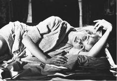 Lolita est un film de Stanley Kubrick (1962). C'est l'adaptation du roman Lolita écrit par Vladimir Nabokov (1955).