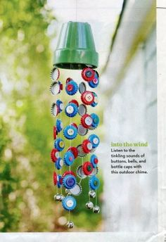 A Children's Garden: 7 Sunny Garden Crafts including wind chimes made with bottle tops and buttons Family Crafts, Fun Crafts For Kids, Summer Crafts, Art For Kids, Arts And Crafts, Carillons Diy, Wind Chimes Craft, Bottle Cap Crafts, Bottle Caps